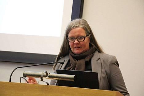 Valkeakosken talous- ja kehittämisjohtaja Minna Uschanoff sanoo, että harkinnanvaraista valtionosuuden korotusta haetaan muun muassa koronaepidemian aiheuttamien suorien kustannusten vuoksi.