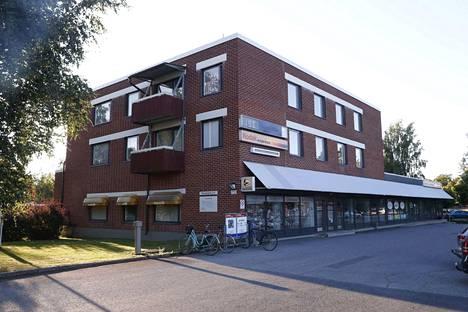 Poliisilla oli torstaina 13. elokuuta tehtävä Lempäälässä. Sivulliset kuulivat ääniä Sirvalahdentiellä sijaitsevasta asunnosta ja soittivat hätäkeskukseen.