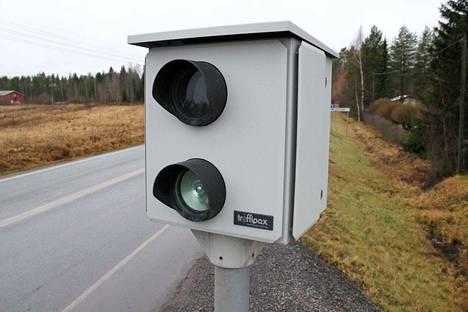 Poliisin kameroilla suorittama liikenteenvalvonta on tarkkaan laissa määritelty. Satunnaisesti peltipoliisit eivät välähtele.