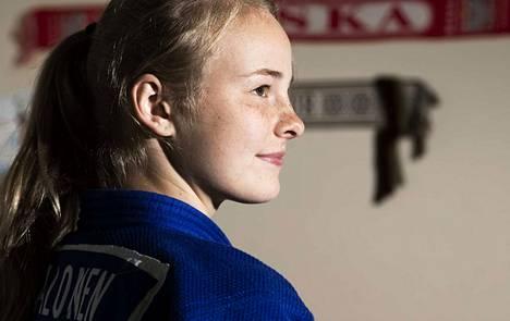 Pihla Salonen, 17, otti Itämeren alueen mestaruuskisoissa kaksi sarjavoittoa.