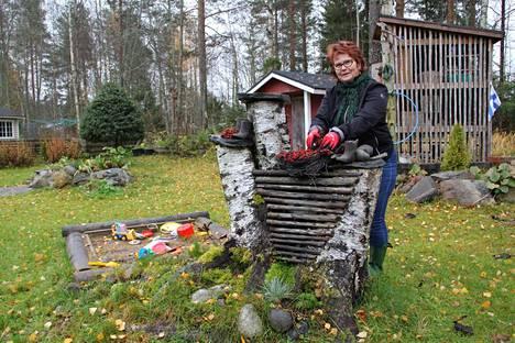 Justiina Ateriapalvelut Oy:n toimitusjohtaja Tiina Kytömäki harrastaa kulttuuria, vesijumppaa ja kuntopiiriä sekä omakotitalonsa puutarhatöitä yhdessä puolisonsa Markku Kytömäen kanssa.