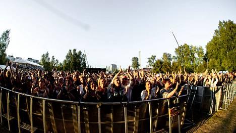 Festareilla turvavälien noudattaminen ei aina onnistu. Kuva Tampereella heinäkuussa järjestetystä Tammerfestistä.