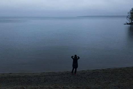 Marraskuun harmaus näytti tältä vuosi sitten Näsijärvellä Kaupinojan rannassa.