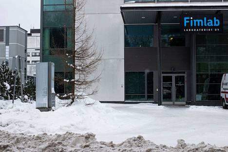 Fimlab tarjoaa laboratoriopalveluja 1,3 miljoonalle suomalaiselle. Sen omistavat Pirkanmaan, Keski-Suomen, Kanta-Hämeen ja Vaasan sairaanhoitopiirit sekä Päijät-Hämeen hyvinvointikuntayhtymä.