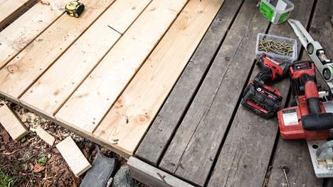 Terassien rakentamiselle tai kunnostamiselle on niin paljon kysyntää, että yritykset ovat ylibuukattuja - silti talonrakennusala korostuu konkurssihakemuksissa.