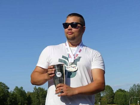 Jarkko Salomaalla oli neljän mitalin reissu. Hopeaa tuli open- ja yleisessä sarjassa, kultaa compakissa sekä joukkuekilpailussa.