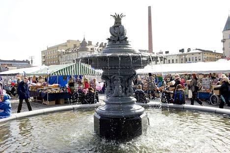 Kun matalapaineinen vesijohto valmistui vuonna 1882, tehtailija William von Nottbeck lahjoitti Keskustorille suihkulähteen. Sieltä saattoi myös hakea vettä, jos ei ollut rajoitetun verkoston piirissä. Samoin hevoset saivat lähteestä vettä.