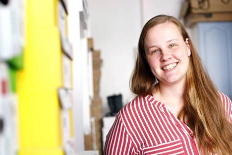Valkeakoskella vajaan vuoden asunut Aino-Helena Palsa pyörittää kenkäkauppaa kaupungin keskustassa.