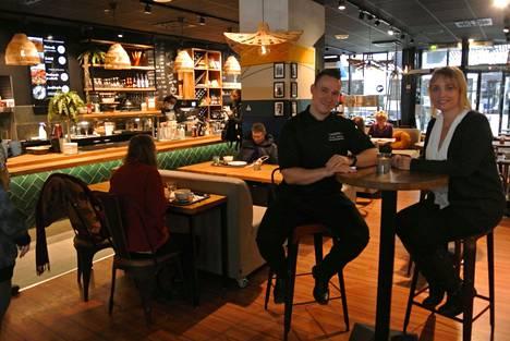 Linkosuon kahvilan remontin yhteydessä tuotekehityspäällikkö Marko Isokallio sai toimitusjohtaja Kati Ehrolalta tehtäväksi tuoda pärämätsit jälleen ruokalistalle.