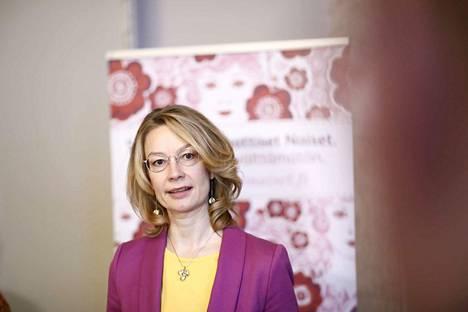 Demarinaisten puheenjohtaja, eurooppaministeri Tytti Tuppurainen kertoi demarinaisten asettuvan Sanna Marinin taakse.