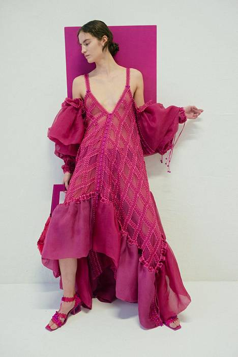 Sofia Ilmosen suunnittelemia vaatteita yhdistää helppo muunneltavuus.