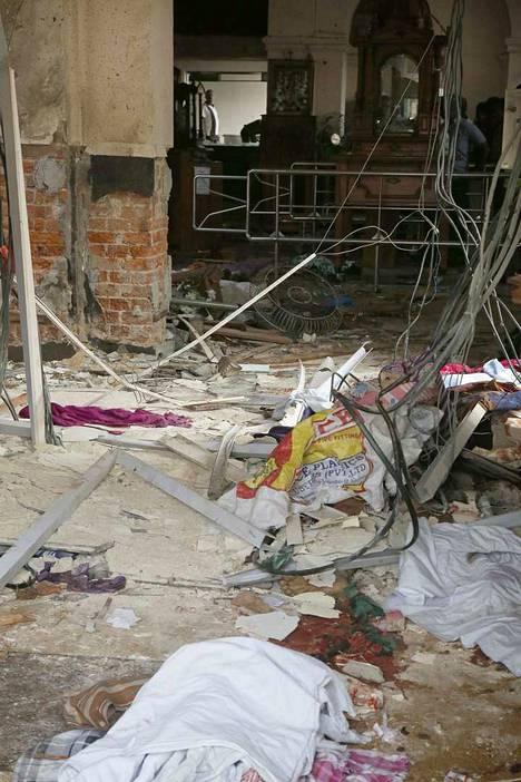 Näky St. Anthonyn kirkossa räjähdyksen jälkeen.