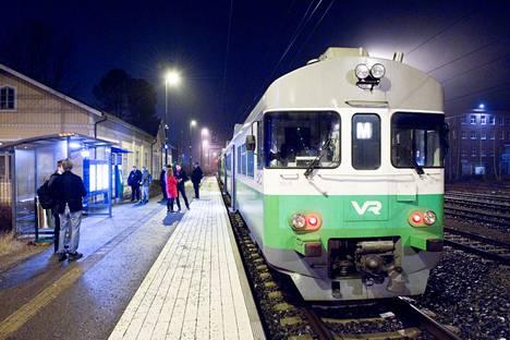 Tampereen kaupunkiseudun lähijunapilotti jatkuu ainakin kesäkuun loppuun, todennäköisesti sen jälkeenkin. Kuva on otettu Nokialla lähijunapilotin käynnistyessä 16. joulukuuta 2019.