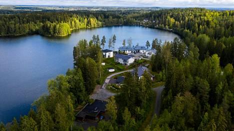Ylöjärven Veittijärven sauna sijaitsee kuvassa etualalla Kesäniemen asuinalueen vieressä.