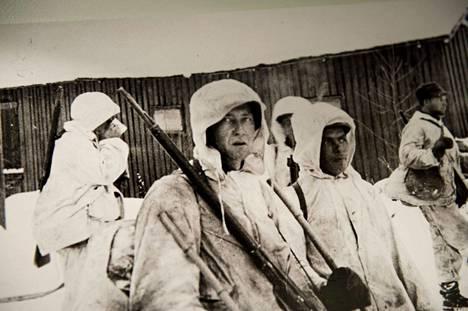 Talvisodan päättymisestä tulee kuluneeksi 80 vuotta. Kuva Sotamuseon näyttelystä, kun sodasta oli kulunut 70 vuotta. Tarkemmat tiedot kuvissa olevista sotilaista puuttuvat.