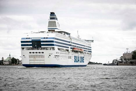 Silja Serenaden risteilyt Helsingistä Riikaan loppuvat 14. syyskuuta. Tallink Silja korvaa reitin virolaisella Baltiq Queen -laivalla ja henkilökunnalla.