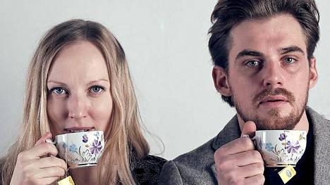 Milla Kangas ja Lauri Tilkanen esiintyvät Porissa Harold Pinterin kamarinäytelmässä Rakastaja, jossa pohditaan, miten säilyttää intohimo ja vapaus muuttua pitkässä parisuhteessa.