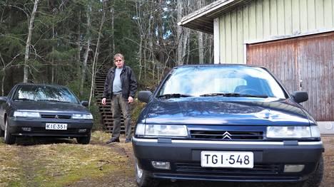 1990-luvun lopun Citroënit erottuvat muotoilustaan, sillä autojen linjat piirsi italialainen koriräätäli Bertone. Jouni Penttilä on kuvattu kahden Xantian kanssa. Niistä oikeanpuoleinen on lähes 600000 kilometriä ajettu Penttilän käyttöauto. Sen konepellissä erottuu lommo, joka tuli peurakolarissa.