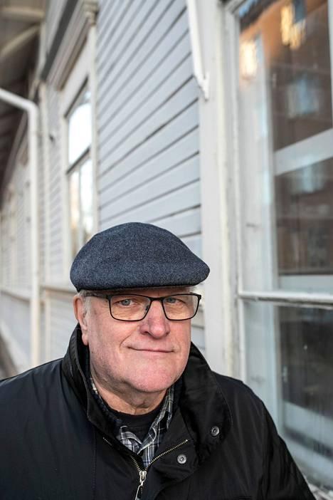 Seppo Jokisen Koskis-dekkarit elävät pian elämäänsä myös tv-sarjana. Tamperelaisdekkaristi on messuilla itse oikeutetusti mukana.