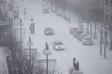 Aleksis Kiven kadulla Tampereen keskustassa oli talvinen tunnelma sunnuntaina alkuiltapäivästä.