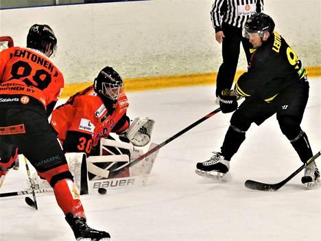 Otto Lehtonen onnistui ohittamaan KuKi-vahti Juhani Oksmanin kertaalleen, mutta pisteet lähtivät loisto-ottelun pelanneen vahdin mukana Harjavaltaan.