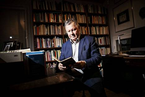 Aulis Aarnio asuu Kangasalan Huutijärvellä. Köyhästä kotkalaispojasta kasvoi kansainvälisesti arvostettu oikeustieteilijä ja kirjailija.