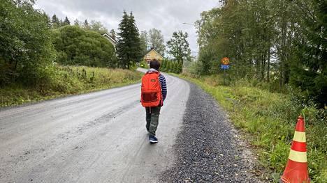 Sivistyslautakunnan puheenjohtaja Minna Isotalo kirjoittaa, että Sastamalan koulukuljetuksissa tapahtuneita virheitä vähäteltiin ja että kaaos syntyi, kun puolivalmis malli runtattiin käyttöön. Tämän lautakunta halusi torpata.