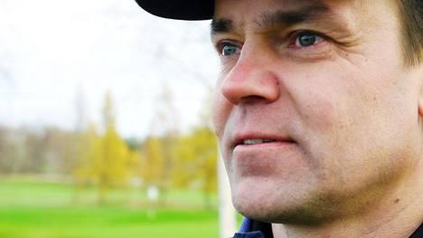 Kenttämestari Teemu Lehtimäki on kasvanut Taivalkunnan maisemissa kesäpojasta kenttämestariksi.