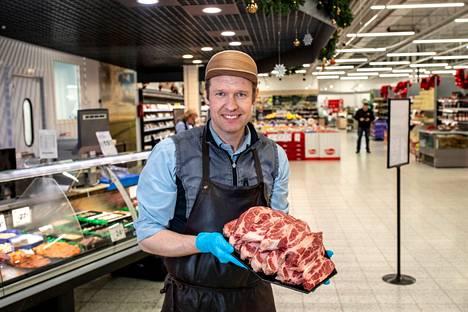 Ruokakeitaan kauppias Ville Pirtinaho kuvattiin Aamulehden ruokakorivertailuun joulukuussa 2019.