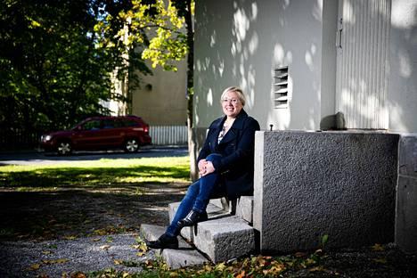 Lastenpsykiatriaan erikoistuva lääkäri Riikka Riihonen kertoo, että vain puolet lapsista ja nuorista kertoo kiusaamiskokemuksistaan. Aamulehti kuvasi Riihosen 14.9.2020.