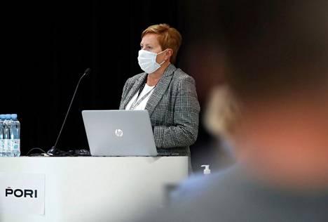 Porin kaupunginjohtaja Aino-Maija Luukkonen ja toimialajohtajat pitivät tänään tiedotustilaisuuden Porin koronatilanteesta.