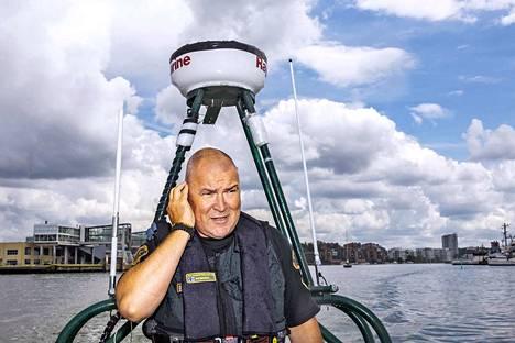 Työpuheluun vastaava Länsi-Suomen merivartioston rikostorjuntayksikön päällikkö Jari Nieminen on huomannut, että joillain veneilijöillä on puutetta merimiestaidoista.
