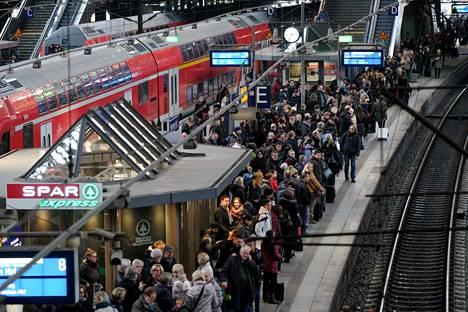 Hampurin päärautatieasema kuuluu junaliikenteen suurimpiin solmukohtiin, kun lähtee pohjoismaista kohti etelää.