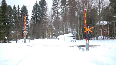 Leponiementien tasoristeys Haapamäellä sai korjaustöiden yhteydessä uudet turvalaitteet.