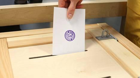 Mikäli aluevaaleissa äänestetään, kuten äänestettiin kuntavaaleissa, päätyy Satakunnan hallinto vain muutaman kunnan edustajien käsiin.