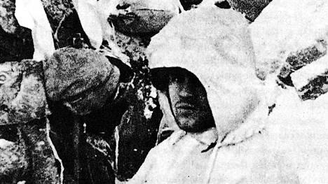 Talvisota päättyi 13.3.1940. Kuvassa reservin vänrikki Mantila Taipaleen tukikohta viidessä. Sodassa kaatui 25 532 suomalaissotilasta, joista 1892 oli nykyisen Pirkanmaan alueelta.