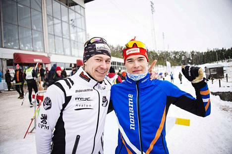 Markus Sinijärvi (vas.) ja Teemu Eerola tuulettivat Teivossa sarjojensa voittoa.