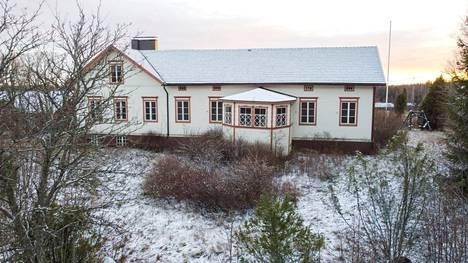 Vähä-Tiisalan päärakennus on vuodelta 1835.