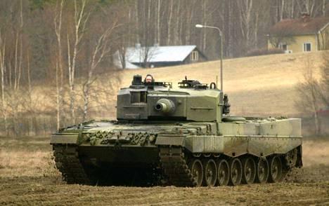 Panssarit jyristelevät Pohjankaalla ensi viikolla. Arrow 16-harjoitukseen osallistuu myös Yhdysvaltain Euroopan maavoimajoukkojen osasto osana maavoimien kahdenvälistä yhteistyötä. Kuvassa suomalaisten käytössä oleva Leopard-taistelupanssarivaunu.