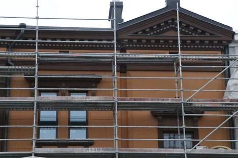 Sandbergin talon tellinkien purkaminen aloitettiin tiistaina Aleksis Kiven kadun puolella.