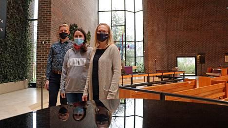 Muun muassa Pasi Flodström, Niina Koivisto ja Marja Boberg ovat osallistuneet seurakunnan pääsiäisaiheisen elokuvan tekemiseen. Sen ensiesitys on keskiviikkona.