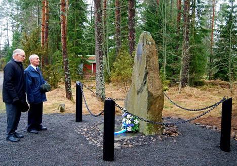 Lankoskella sotaan lähtemisen muistomerkille Merikarvian sotaveteraanien kukkalaitteen kansallisena veteraanipäivänä laskivat varapuheenjohtaja Lasse Länsitalo, sekä Veikko Palomäki, joka tuolloin 13.10.1939 oli pikkupoikana seuraamassa lähtöä. Merikarvialaisia oli mukana myös Säkkijärven taisteluissa.