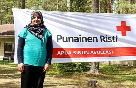 Huda Aziz Basi toimi leiriohjaajana SPR:n leirillä Rantalahdessa. Leirillä kohtasivat suomalaiset ja maahanmuuttajataustaiset perheet.