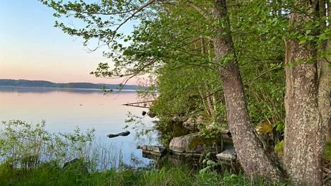 Ehkä juhannuksen näyttää yhtä kauniilta kuin Kuloveden rannalla Nokian Sarkolassa kesäkuun alussa.