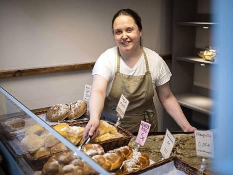 Ideoita olisi vaikka muille jakaa, mutta voimavaroja tässä vaiheessa ei ole nykyistä enempää. Kati Rantala viihtyy leipomo-konditoriassaan, mutta on myymässä sitä.