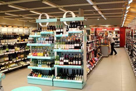 Asiakkaat kyselevät Alkosta entistä enemmän alkoholittomia tuotteita. - Siksi olemme jo parin vuoden ajan pyrkineet lisäämään laadukkaiden alkoholittomien tuotteiden valikoimaa, Nokian Alkon myymäläpällikkö Marja-Leena Ontronen kertoo.