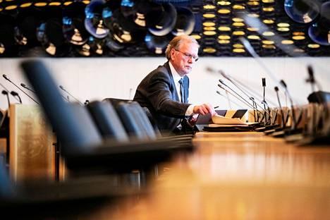 Peter Lögberg kuvattuna Tampereen kaupunginvaltuuston kokouksessa viime vuoden huhtikuussa.