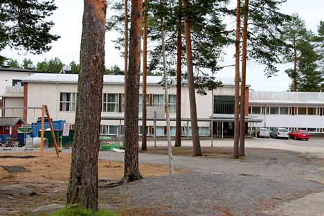 Keuruun vanhan kansalaiskoulun rakennuksen purkaminen alkaa lokakuun alussa. Koulunkäynti jatkuu kevätlukukauden 2017 loppuun väistötilassa Lapinmäessä.