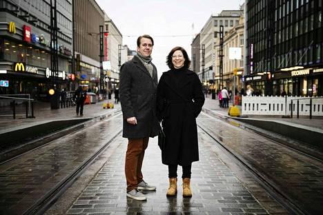 Jaakko Stenhäll (vas.) ja Anni Sinnemäki tykkäävät raiteista. He osallistuivat Euroopan Vihreiden valtuuskunnan kokoukseen Tampereella.