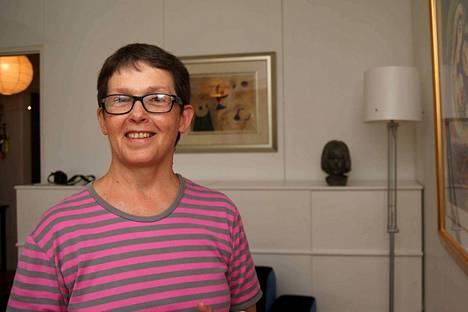 Sirkka-Liisa Altén-Koppinen lähti ensin taidekouluun, teki välissä kolmenkymmenen vuoden hammaslääkäriuran ja on nyt taas tiiviisti taiteen parissa.